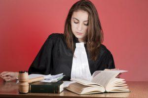 Qu'est-ce qu'un avocat commis d'office ?