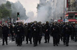 Dans quelles circonstances les policiers et gendarmes peuvent-ils recourir à la force ?