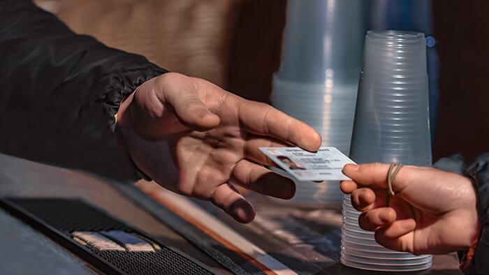carte d'identitéd'un mineur pour consommer de l'alcool