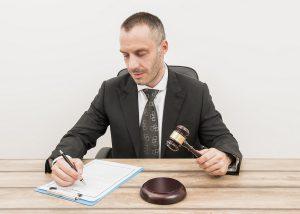 Comment parler à un juge des affaires familiales