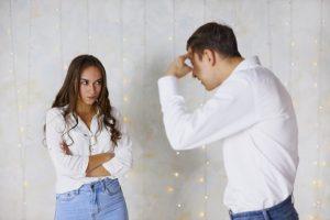 Porter plainte contre son mari pour insultes