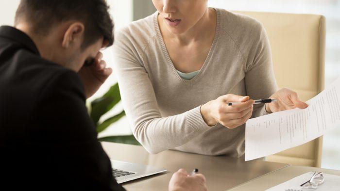 Porter plainte contre son conjoint pour abus de confiance