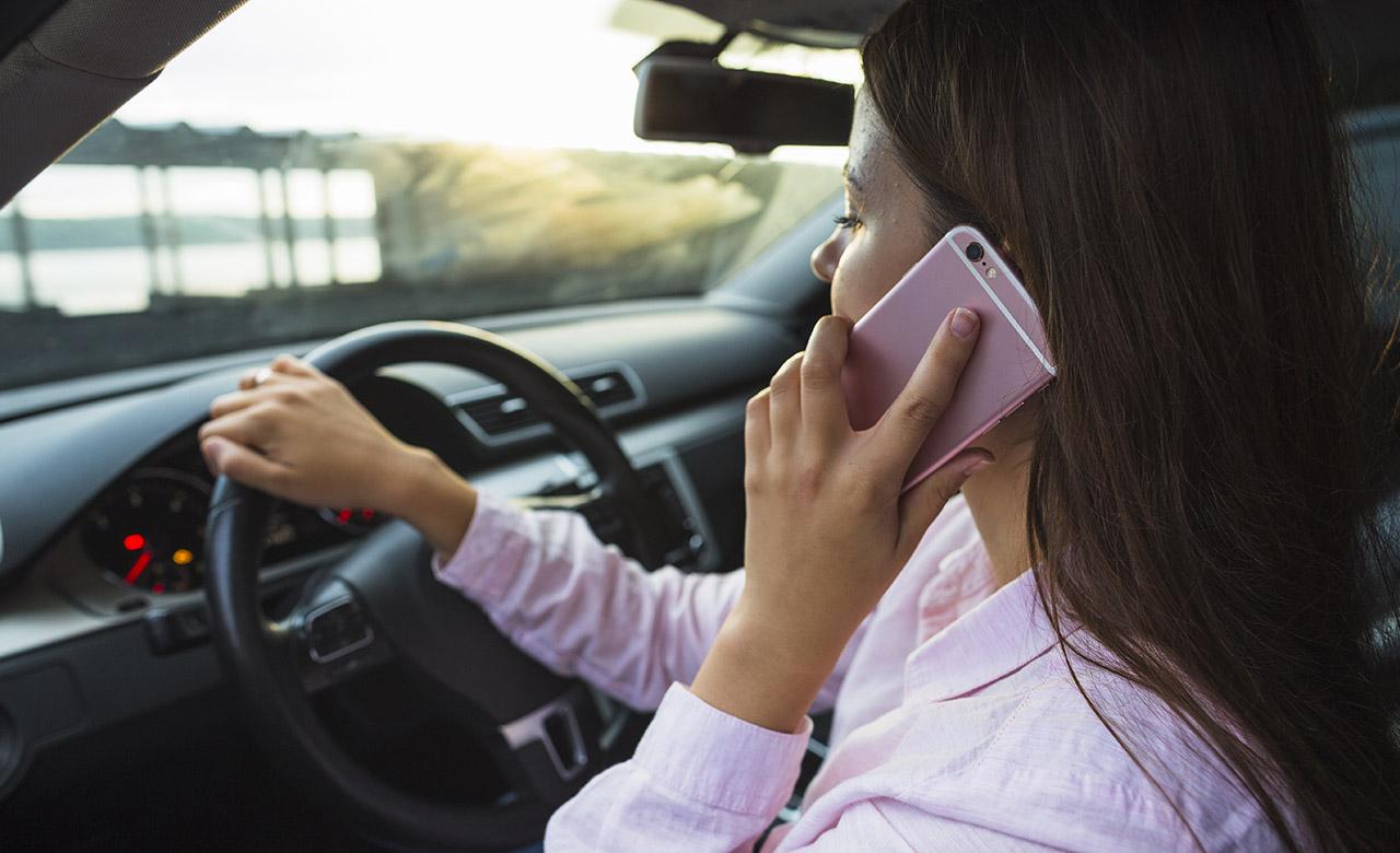 """Alt=""""Téléphone au volant : quelles sanctions ?"""""""