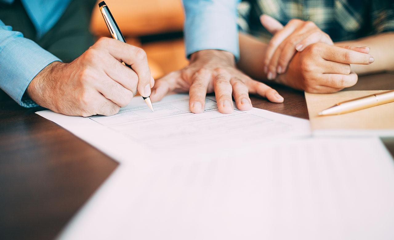 """Alt=""""Contrat d'exercice libéral : les clauses à lire absolument avant signature du contrat!"""""""